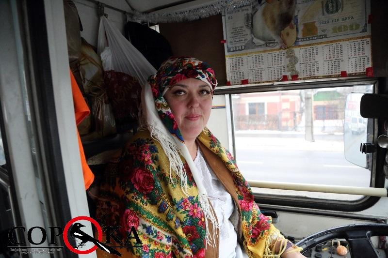 У одному з місцевих тролейбусів маленькі тернополянки отримають святкові гостинці